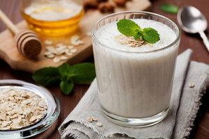 Honey Oat Smoothie with Peanut Butter
